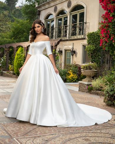 https://www.casablancabridal.com/media/CACHE/images/products/style-2415-macy-white-1-0ede/f8041b771d017df339c60231a0bfbf17.jpg